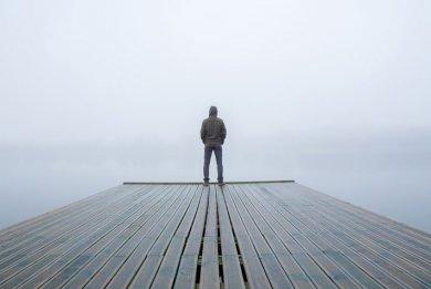 Pidetään etäisyyttä, mutta ei jätetä hädässä olevia yksin