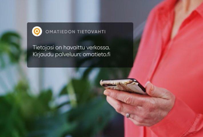 Asiakastiedon Tietovahti-turvapalvelun avulla selvität, missä henkilötietosi liikkuvat ja yrittääkö joku hakea nimissäsi luottoa